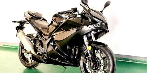 Pakai Mesin Lebih Besar, 'Kloningan' Honda CBR250RR Ini Bikin Heboh!